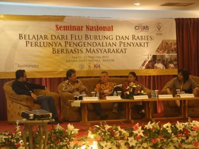 pembicara-seminar-perlunya-pengendalian-penyakit-berbasis-masyarakat